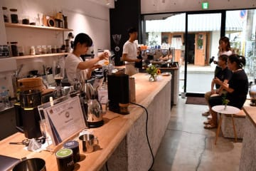 千葉県内外から多くのコーヒー通が訪れる「フィロコフィア」=船橋市
