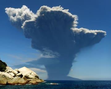 約3年前の2015年5月29日、爆発的な噴火をした鹿児島県・口之永良部島の新岳