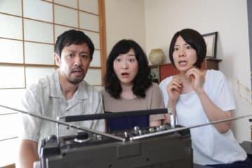『カメラを止めるな!』では日暮家としておなじみの濱津隆之&しゅはまはるみ&真魚が「ほん怖」で物語の鍵を握る家族に! - (C) フジテレビ