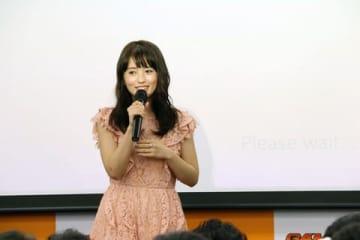 逢田梨香子さんの初の写真集「R.A.」の発売記念イベントの様子