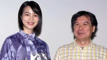 劇場版アニメ「この世界の片隅に」の再上映舞台あいさつに登場したのんさん(左)と片渕須直監督