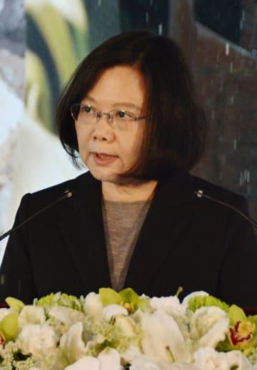 顔:Taiwan President Tsai Ing-wen speaks at a ceremony in Taipei on Feb. 28, 2018