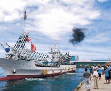 サンマ漁へ出港 魚津