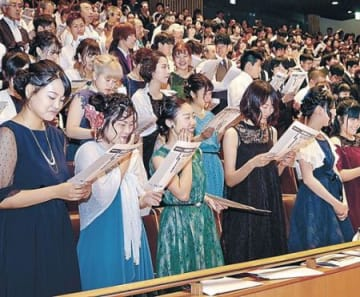 涼しげな装い、大人の第一歩 津幡町で真夏の成人式