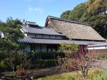 京都市で100件目に指定された景観重要建造物の奥田邸。山科本願寺跡に建つかやぶき屋根の住宅が良好な景観の形成に寄与している(京都市山科区)