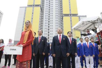 ジャカルタ・アジア大会の選手村で開かれた入村式で整列する中国選手団=16日、ジャカルタ(共同)