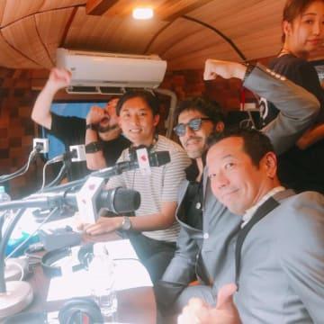 右から、東京スカパラダイスオーケストラの川上つよしさんと谷中敦さん、パーソナリティのKEN THE 390と堀内貴之