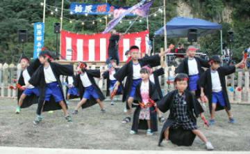 よさこいソーランを披露して会場を沸かせる上津江町上野田子供会のメンバー