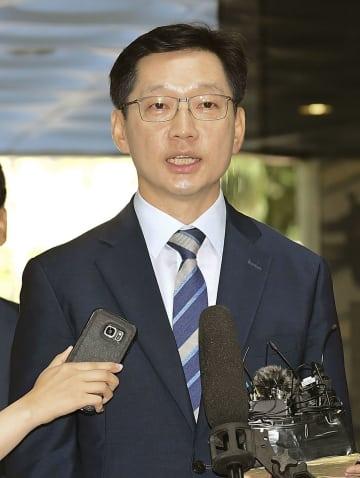 17日、逮捕状審査を受けるためソウル中央地裁に出頭した韓国の金慶洙・慶尚南道知事(共同)