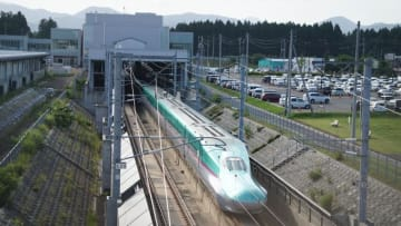 E5系 はやぶさ 東北新幹線 七戸十 和田駅 青森 うに ウニ 弁当 駅弁 雲丹 味くらべ弁当