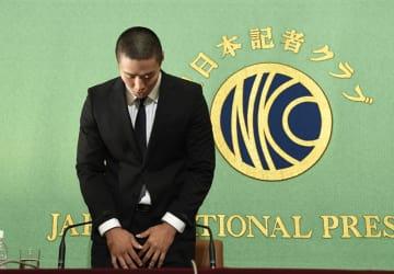 日本記者クラブで謝罪会見する、日大の宮川泰介選手=5月22日