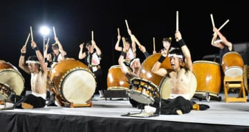 熱気あふれるステージを披露した金山太鼓若衆