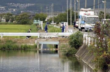 11日に遺体の胴体部分が見つかった農業用排水路=滋賀県草津市