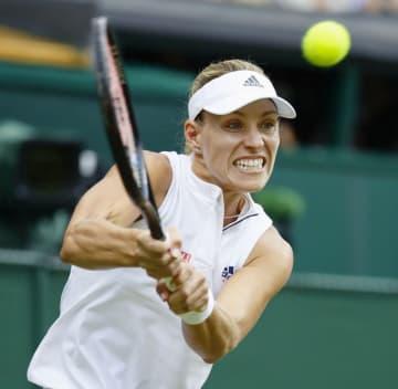 ウィンブルドン選手権の女子シングルスで初優勝したアンゲリク・ケルバー=7月14日、ウィンブルドン(共同)