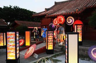 夏のよみたん夜あかり2018琉球夜祭=読谷村・体験王国むら咲むら