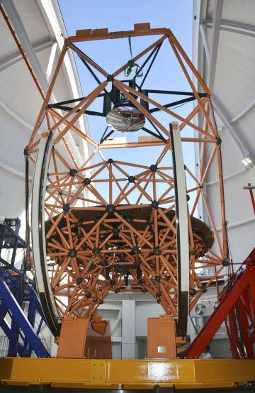 岡山県浅口市の岡山天文台に完成した、東アジア最大の光学赤外線望遠鏡「せいめい」=17日午後