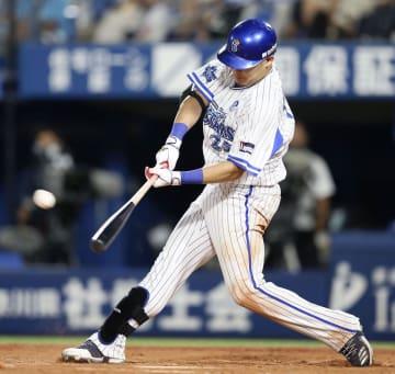 8回DeNA無死、筒香が右越えに逆転満塁本塁打を放つ=横浜