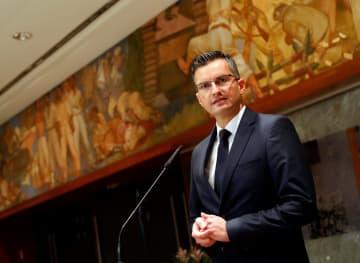 国会で記者会見するスロベニア次期首相にシャレツ氏=リュブリャナ(ロイター=共同)