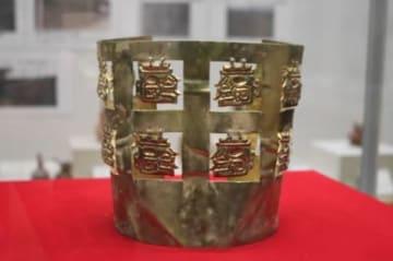 十二横顔ジャガー金冠(レプリカ)