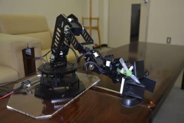 がんの温熱療法を支援するため開発したロボットアームの試作機