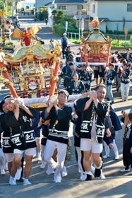 神輿担ぎ階段一気、洞爺湖町で虻田神社例大祭