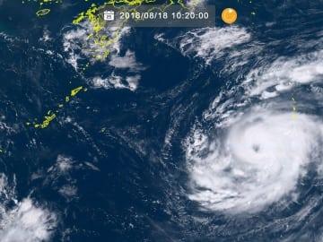 台風19号(18日10時20分現在、ひまわり8号リアルタイムWebから)