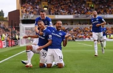 リシャルリソンのゴール喜ぶエヴァートンの選手たち photo/Getty Images
