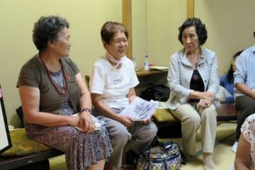 被爆体験とともに、核兵器廃絶を訴えた(左から)後藤さん、村山さん、山口さん=横須賀市本町
