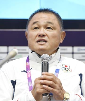 アジア大会の開幕を前に記者会見する日本選手団の山下泰裕団長=18日、ジャカルタ(共同)