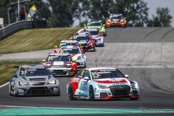 今季WTCRのレースシーン。