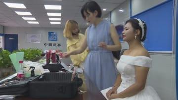 工事現場で結婚記念写真 湖南省長沙市