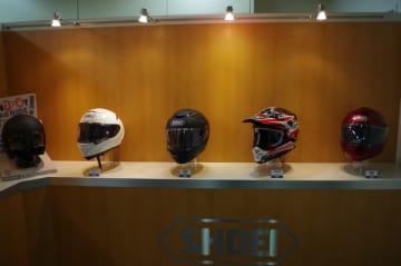 バイクに乗る時の快適性を決めるといっても過言ではないヘルメット。その大切な一歩を間違えないようにするために、ヘルメットの種類や選び方、注意点などを紹介します。