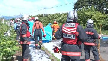 正面衝突で4人死傷 車から出火・転落...