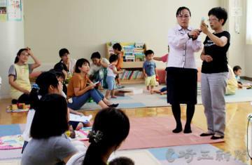 古村陽子さんの講座に耳を傾ける参加者たち=熊谷市のくまっぺ広場第2