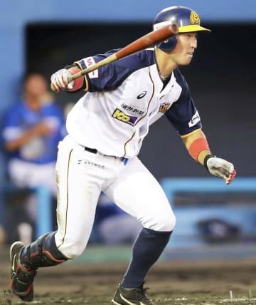 石川-福井 3回福井無死二塁、松本友が適時打を放ち2-0とする=石川県の金沢市民野球場