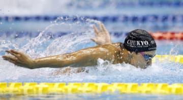 男子100メートルバタフライ決勝 51秒92の高校新で優勝した中京大中京・石川慎之助=名古屋市ガイシプラザ