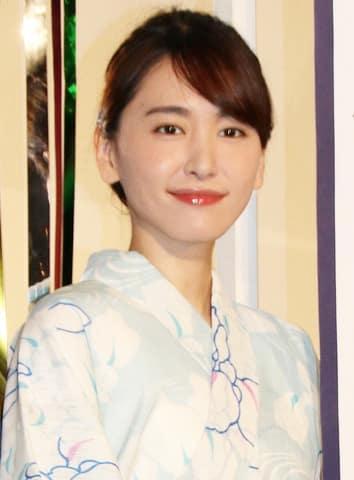 映画「劇場版コード・ブルー -ドクターヘリ緊急救命」の大ヒット御礼舞台あいさつに出席した新垣結衣さん