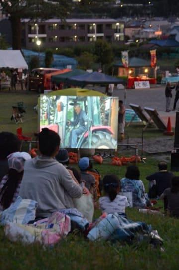 自然エネルギーをテーマにした実録映画の野外上映会 =二宮町二宮の「ラディアン花の丘公園」