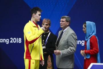 アジア大会競泳、金メダル獲得の中国選手がセレモニーのやり直し要求