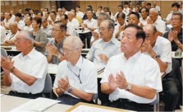 研修会に参加した交通指導員ら=8日午後1時40分、大分市の県庁