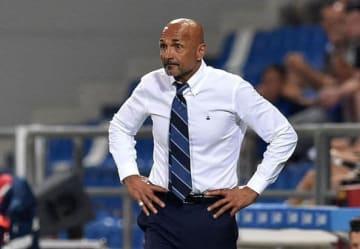 タッチライン側からピッチを見つめるスパレッティ監督。試合後に悔しさを口にした photo/Getty Images