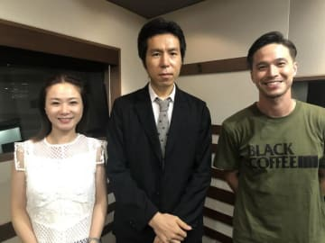 奥山晶二郎さん(中央)、ケリー隆介(右)、アンジー・リー