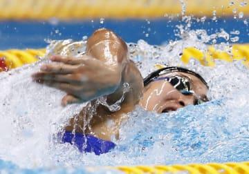 ジャカルタ・アジア大会の競泳女子100メートル自由形で優勝した池江璃花子。今大会三つ目の金メダルを獲得した=20日、ジャカルタ(共同)
