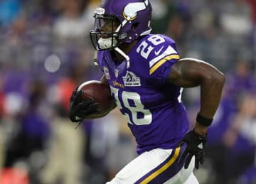 Vikings RB Adrian Peterson Injures Knee in 17-14 Win vs Packers