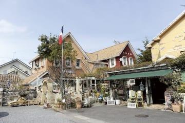 「Café je Jardin ( カフェ・ジュ・ジャルダン)」  守山市今宿4-1-30  TEL:077-514-0730  定休日:月曜日  営業時間 :カフェ 10:0 0~17:0 0(L.O 16:00)  ランチ 11:3 0~14:00 https://cafejejardin.com/