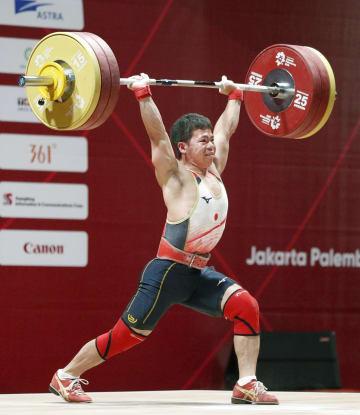 男子62キロ級 ジャークで158キロに成功した糸数陽一=ジャカルタ(共同)