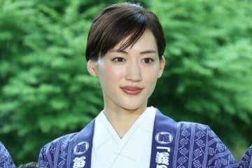 連続ドラマ「義母と娘のブルース」の制作発表に出席した綾瀬はるかさん
