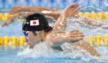男子400メートル個人メドレー予選 萩野公介のバタフライ=ジャカルタ(共同)