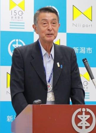 10月の新潟市長選などについて語る篠田昭市長=21日、新潟市役所