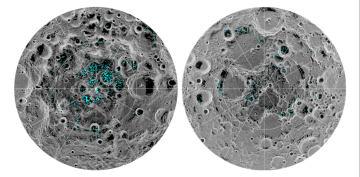 月の南極(左)と北極に確認された氷の位置(青色部)(NASA提供)